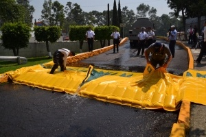 rsz_1alteau_flood_barrier_demonstration
